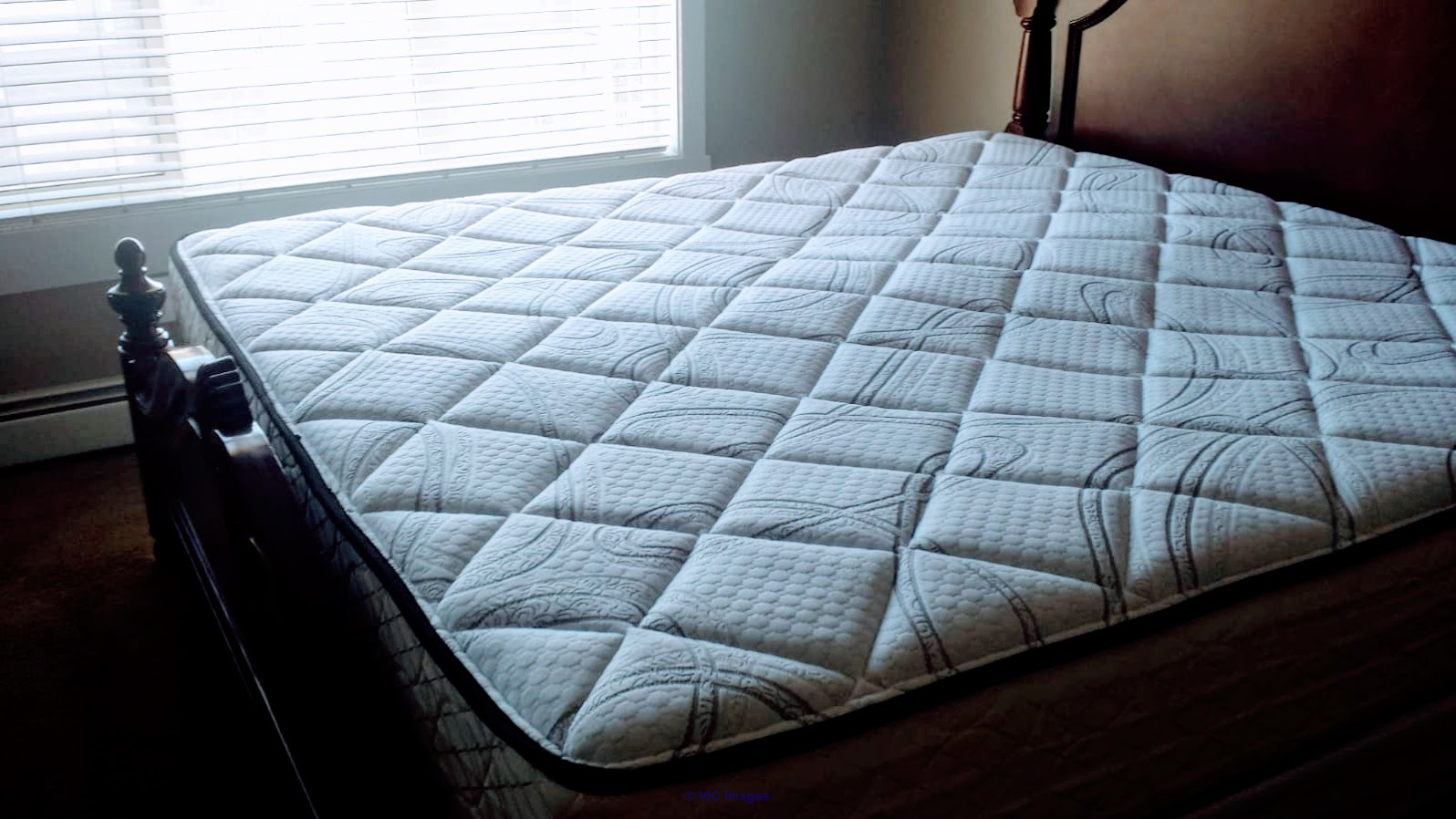 Like New Serta King Size Mattress + 2 Twin Box Spring $495 Calgary, Alberta, Canada Annonces Classées