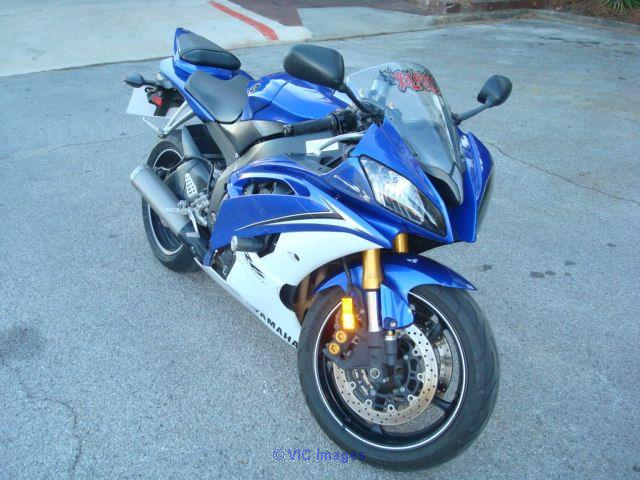 Yamaha R6 2015 clean and in good shape conditions